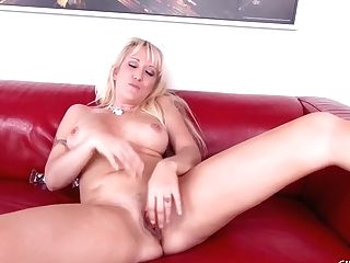 Alana Evans Loves To Please Herself