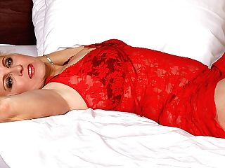 Blonde Matures Tart Going At It On Her Couch - Maturenl