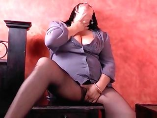 Bbw Mummy Laura Vibes Her Love Button Till She Explodes