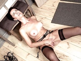 Elegant Matures Woman Daryna Is Finger Fucking Cooch On The Floor
