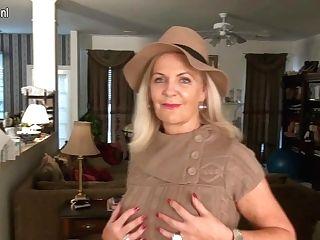 Nasty Yankee Housewife Playing With Herself - Maturenl