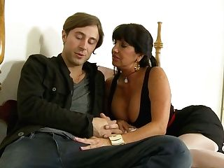 Fascinating Old Bitch Tara Holiday Likes Having Joy With One Youthfull Stud