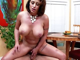 Black Haired Cougar Eva Notty With Gigantic Knockers And Thick