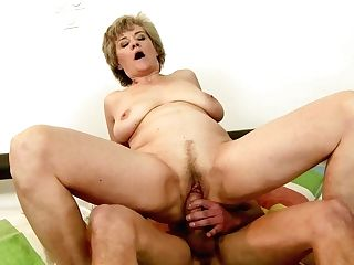 Matures Takes Dude's Erect Meat Pole In Her Mouth