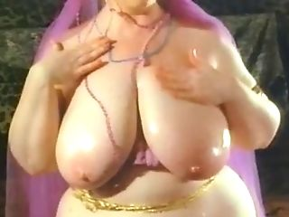 Arab Honey Like To Display Her Body2